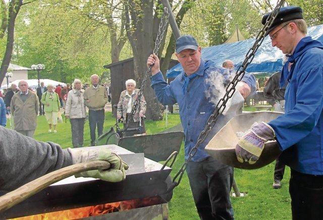 Siederfest 2009 Salz sieden aus Sole im Kurpark Foto: Elke Kleinejasper-Schumacher Siederfest 2009 Foto: Elke Kleinejasper-Schumacher Colfac