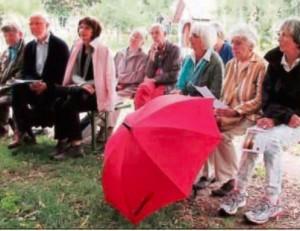 : Zu den begeisterten Gästen der Lesung des Literaturkreises der Heimatfreunde zählte auch Maria Peters (3.v.r.), die den Kreis viele Jahre leitete und prägte.